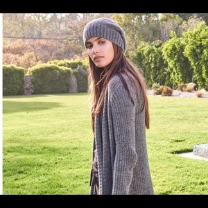 Barefoot dreams beanie ribbed